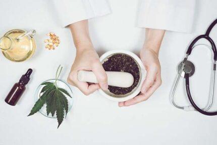 تصویر باکیفیت ساخت داروی گیاهی
