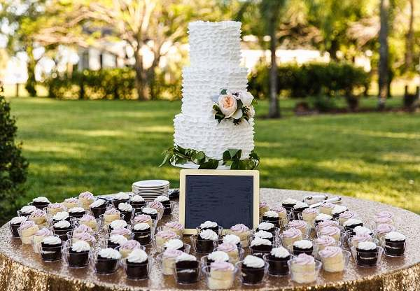 تصویر باکیفیت کیک عروس و داماد