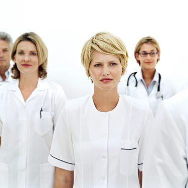 دانلود تصویر با کیفیت دکتر و بیمار در مطب بیمارستان 🔥